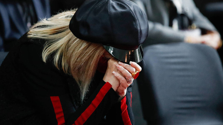 Пугачева расплакалась во время прощания с художником Красновым