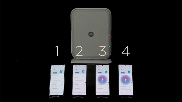 Новая технология заряжает сразу четыре смартфона с трех метров