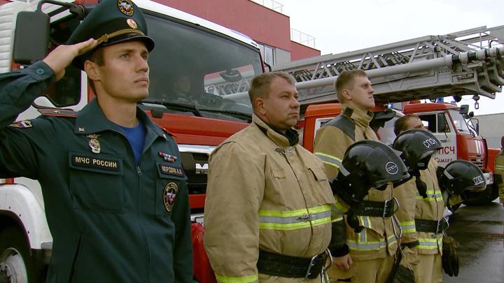 Россия загудела. Спасатели проводили главу МЧС пожарными сиренами