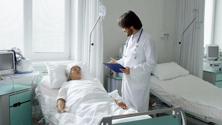 Доктор Мясников объяснил необходимость оперировать перелом шейки бедра