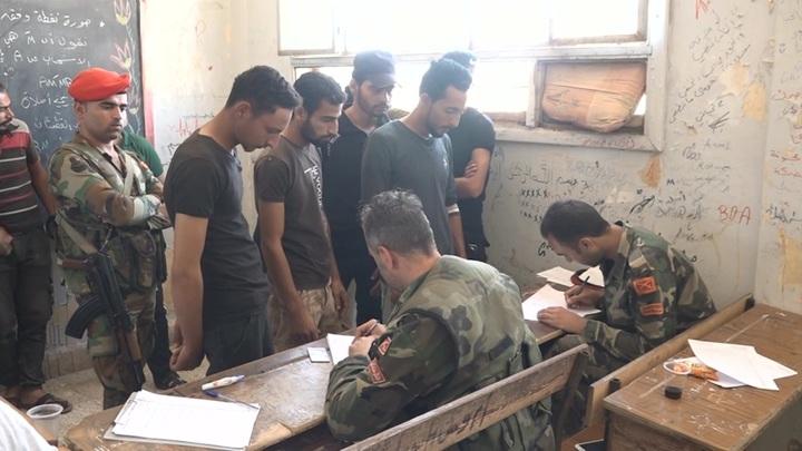 За минувшие сутки более 200 боевиков сдали оружие в Сирии