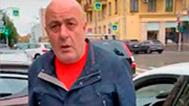 Слишком долго ждал. В Петербурге таксист напал на пассажирку
