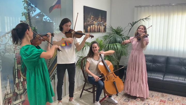 Музыканты Калининградского симфонического оркестра исполнили гимн РФ в Дубае