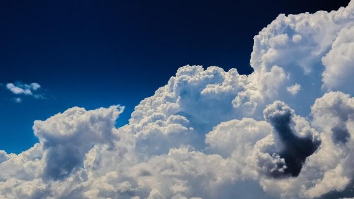 Дирижабль заметили в небе жители Красноярска