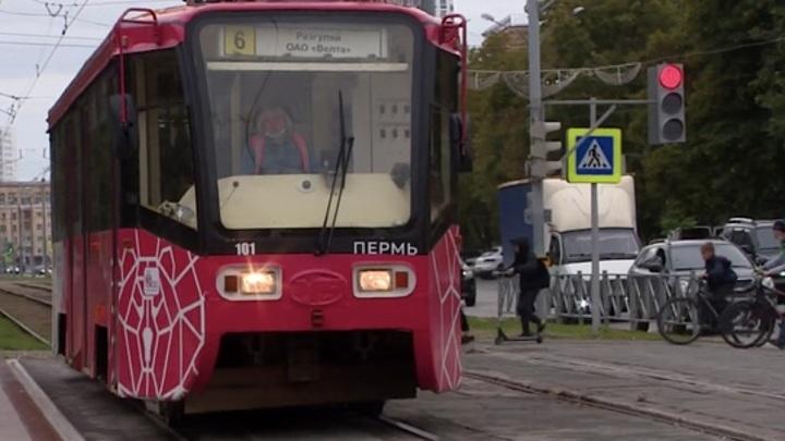 В Перми трамвай сбил двух женщин
