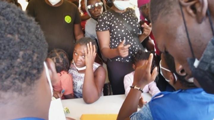На границе Техаса и Мексики скапливаются беженцы из Гаити