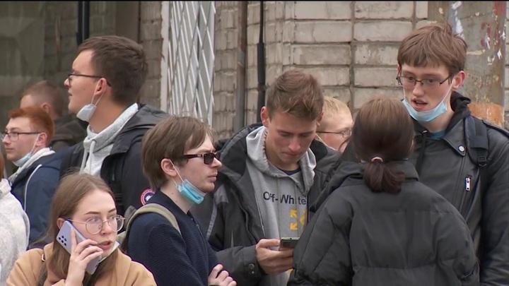 """""""Она просто шла на пару"""": студенты в Перми рассказали о ранении подруги"""