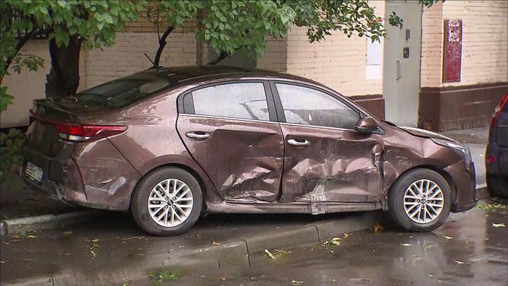 Погром на улице Гурьянова: пьяный вдрызг водитель разбил семь машин