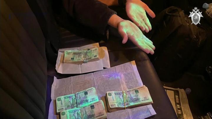 Коррупционера выдали светящиеся руки