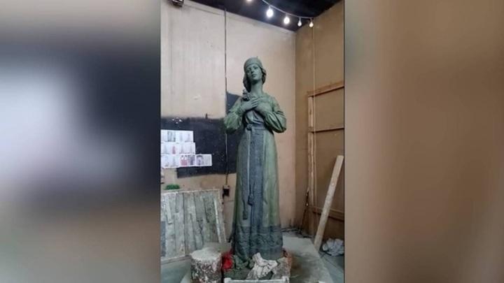 Аленка 2.0: в Нововоронеже показали новый облик скандального памятника