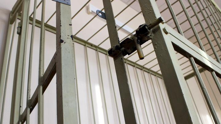 Мужчину, обвиняемого в тройном убийстве, отпустили из здания суда в Твери