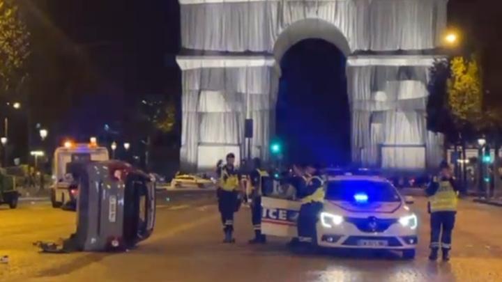 Парижанка нанюхалась веселящего газа и сбила четырех человек