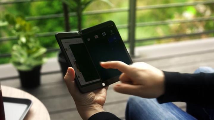 Microsoft представила телефон на Android с двумя экранами