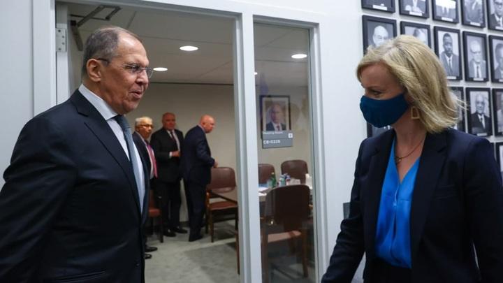 Сергей Лавров впервые встретился с новой главой британского МИД