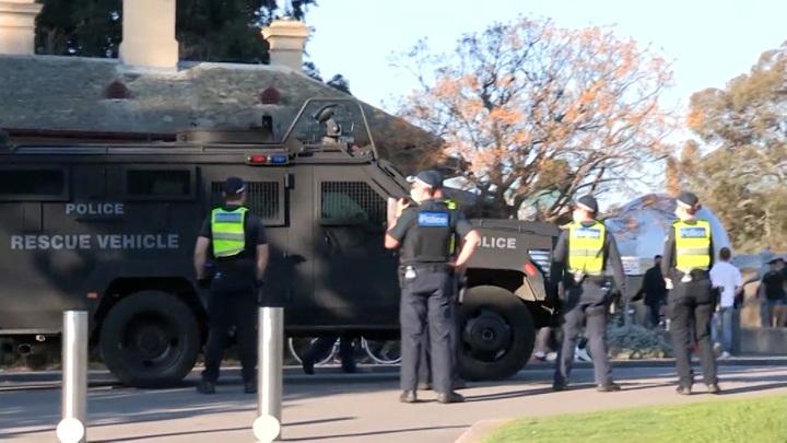 Стреляли без разбора: во время беспорядков в Мельбурне погибли люди