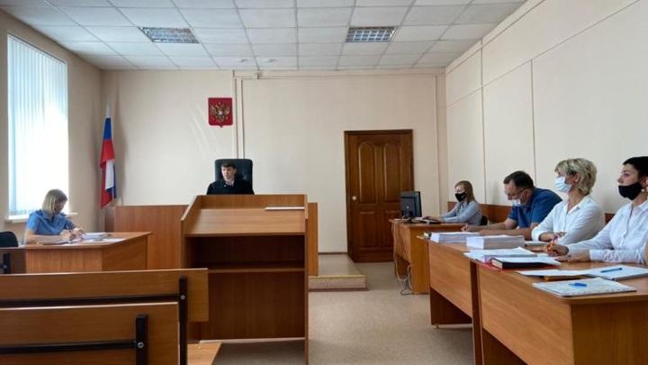 Похитители госбюджета: в Омске суд вынес приговор дорожнику и подельнику