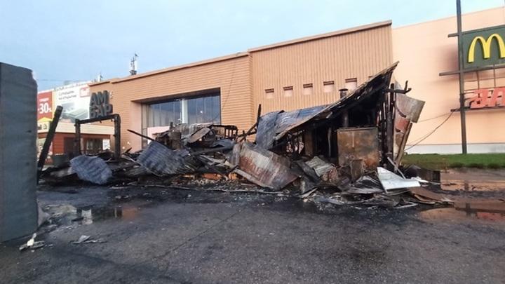 Сгорели дотла: пожар у самарского ТЦ