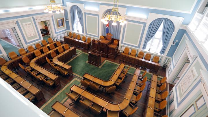 Впервые в парламенте Исландии женщин больше, чем мужчин