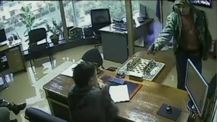 Неудавшееся покушение на бизнесмена в Приморье попало на видео