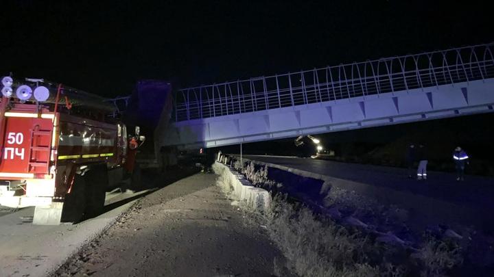 Два человека погибли при обрушении пешеходного перехода в Перми
