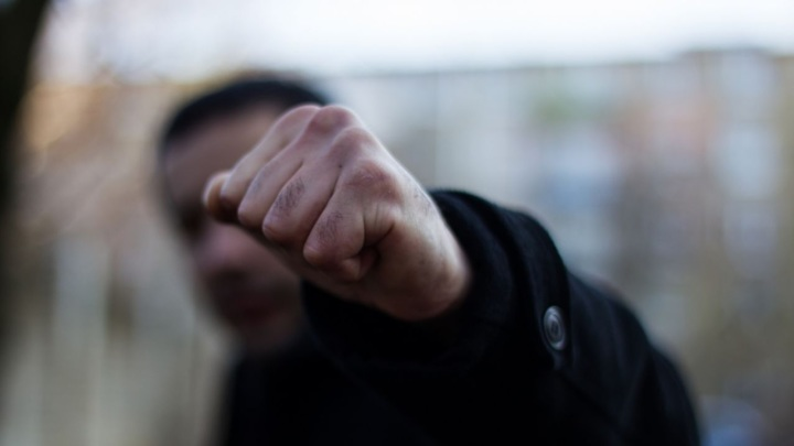 В Севастополе 47-летний сожитель сломал нос возлюбленной из ревности