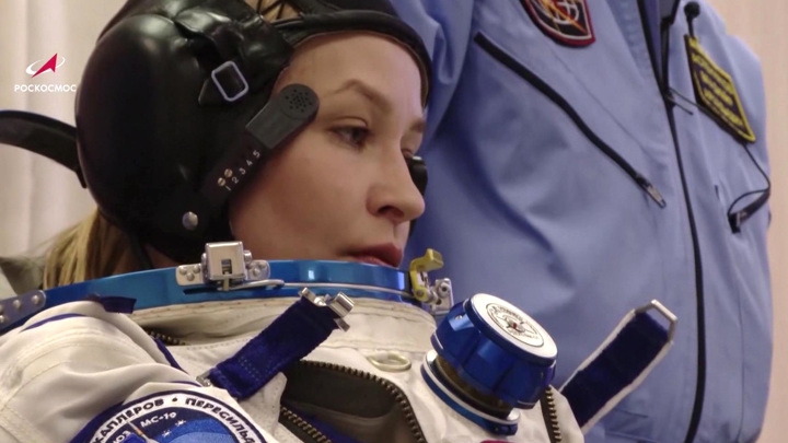 """""""Приятно приветствовать вас из космоса"""": Юлия Пересильд обратилась к женщинам"""