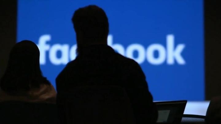 Стоимость акций Facebook снижается на открытии торгов в Нью-Йорке