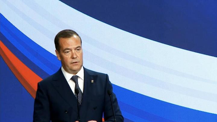 Медведев: Украина полностью зависит от Запада
