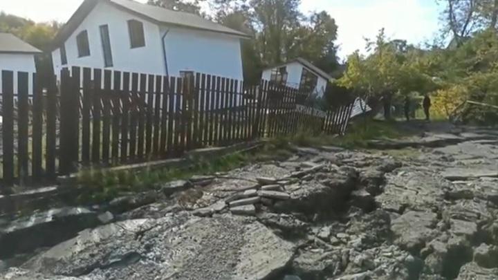 Власти обследуют жилые дома, повреждённые оползнем в посёлке Сергей-Поле