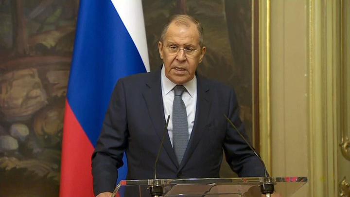 Лавров попросил журналистов не давать интервью, пока он говорит