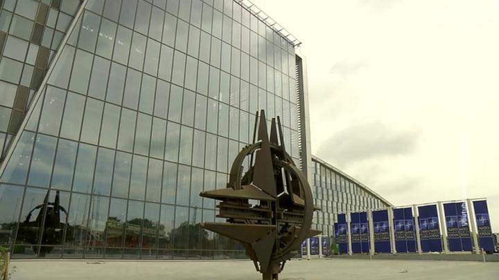 НАТО сожалеет о закрытии своих миссии и бюро в Москве