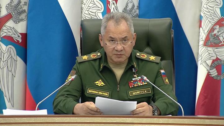 Шойгу: НАТО последовательно стягивает силы к нашим границам