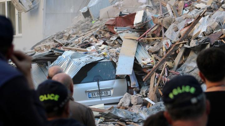 Под завалами обрушившегося в Батуми дома найден четвертый выживший