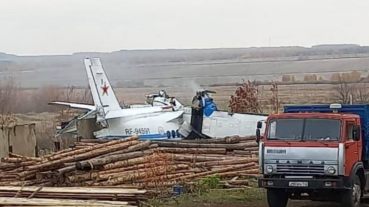 В сети появилось видео парашютистов перед падением самолета в Татарстане