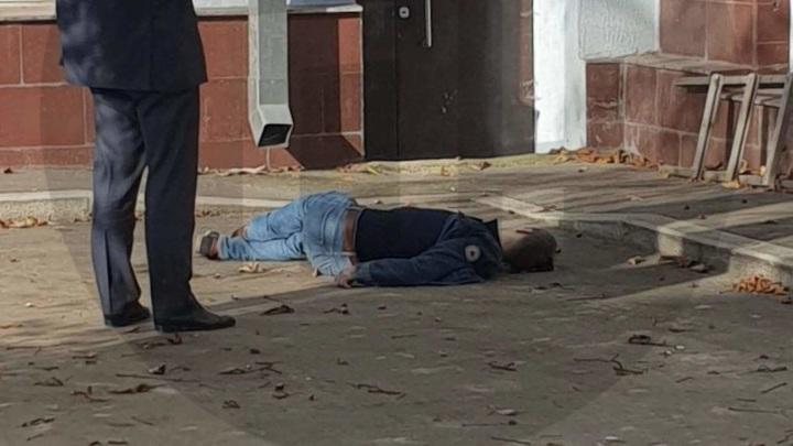 Фигуранта дела нашли мертвым под окнами столичного управления МВД