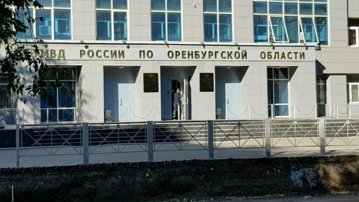 Орские полицейские вымогали деньги у жителя, угрожая подбросить наркотики