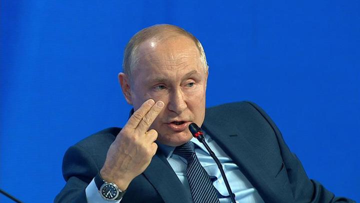 Путин назвал политизированной болтовней заявления об использовании РФ энергии в качестве оружия