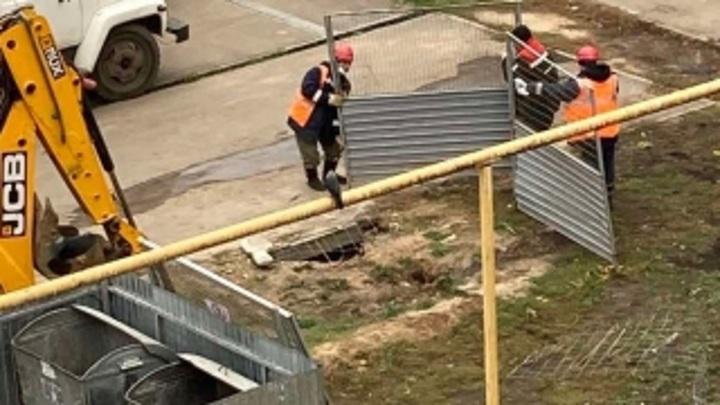 В Нижнем Новгороде мужчина угодил в яму с кипятком