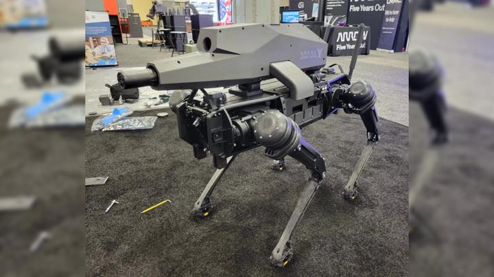 Винтовка SPUR была установлена на роботе-собаке Vision 60 компании Ghost Robotics.