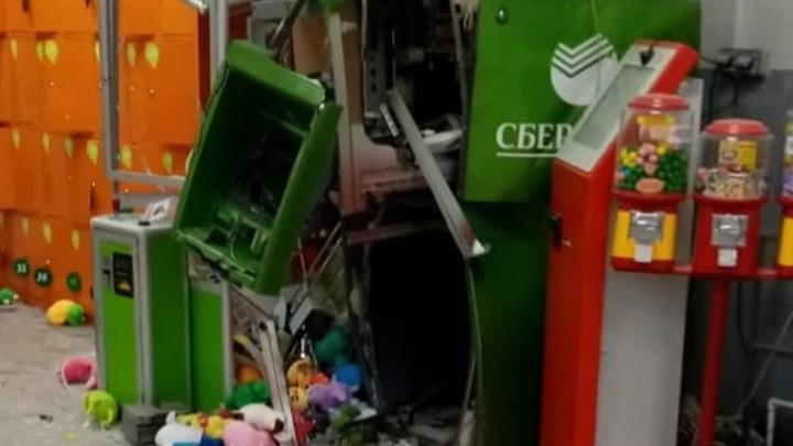 Полиция Екатеринбурга ищет грабителей, взорвавших банкомат