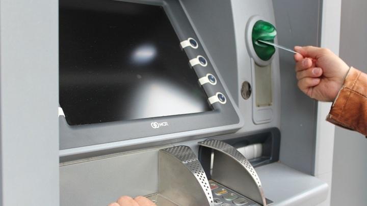 В банкоматы Москвы и Подмосковья массово вбросили поддельные купюры