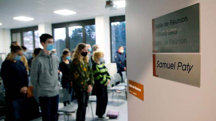 В Париже увековечили память об обезглавленном учителе Самюэле Пати
