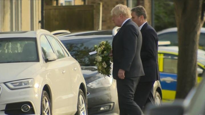Джонсон принес цветы к месту убийства Эймесса
