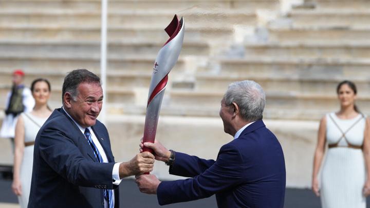 Олимпийский огонь передан организаторам Игр-2022 в Пекине