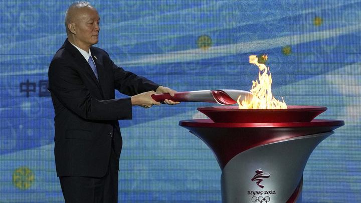 Олимпийский огонь Игр-2022 доставлен в Пекин