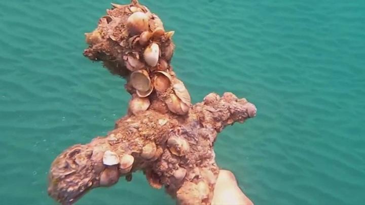 Израильский аквалангист нашёл древний меч у средиземноморского побережья