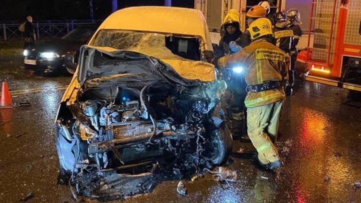 Один человек погиб и 8 госпитализированы после ДТП с маршруткой в Питере