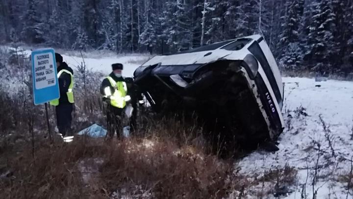 Пассажир погиб в ДТП с автобусом в Свердловской области, еще 8 пострадали