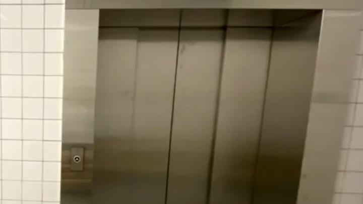 Прокуратура Москвы начала проверку после падения в жилом доме лифта