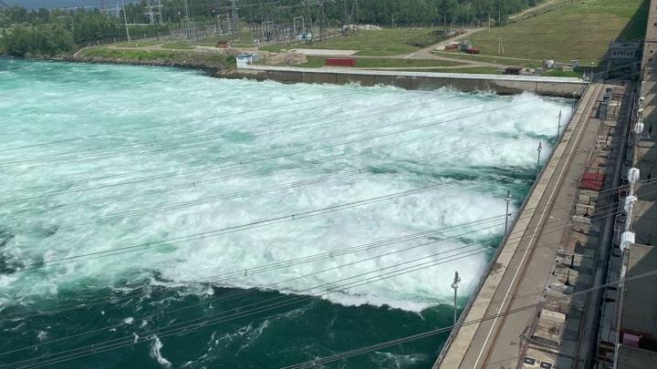 Иркутская ГЭС объявила о начале снижения сброса воды